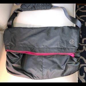 Lululemon gym messenger bag